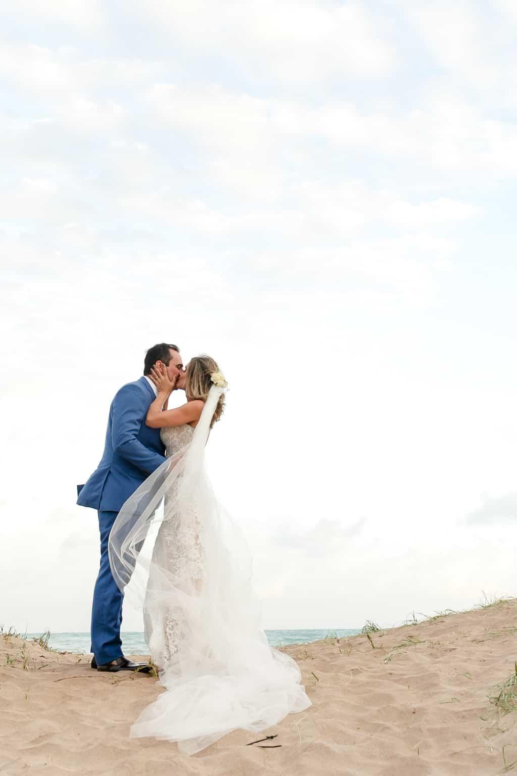 AL-Aline-e-Mauricio-capela-dos-milagres-casamento-casamento-na-praia-fotos-dos-noivos105