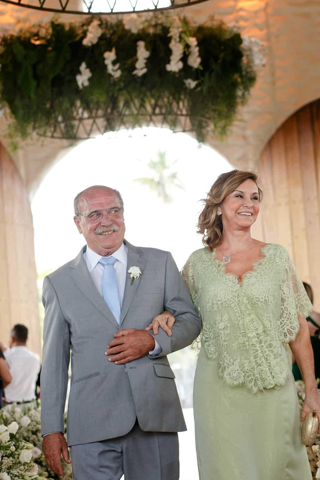 AL-Aline-e-Mauricio-capela-dos-milagres-casamento-casamento-na-praia-mae-da-noiva-pai-do-noivo69