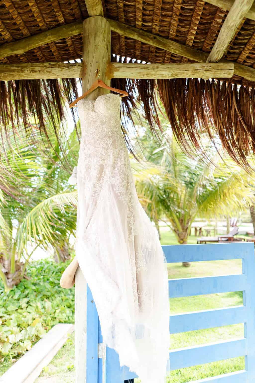 AL-Aline-e-Mauricio-capela-dos-milagres-casamento-casamento-na-praia-making-of-vestido-de-noiva3