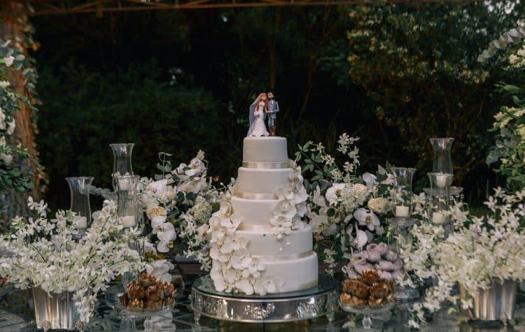 bolo-de-casamento-casamento-Marcela-e-Luciano-decoracao-da-festa10-750x475