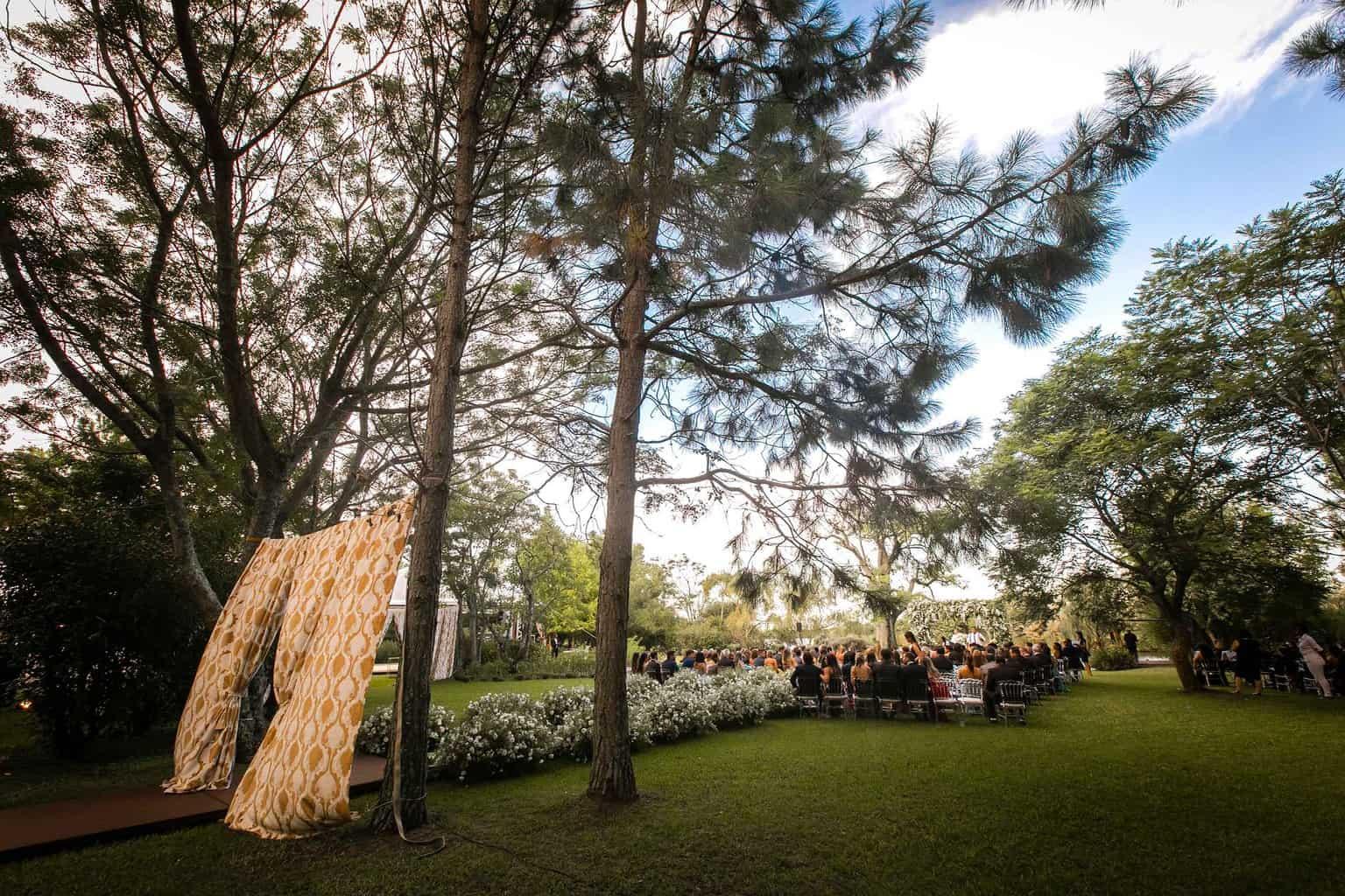 casamento-Marcela-e-Luciano-cerimonia-no-jardim-final-de-tarde1