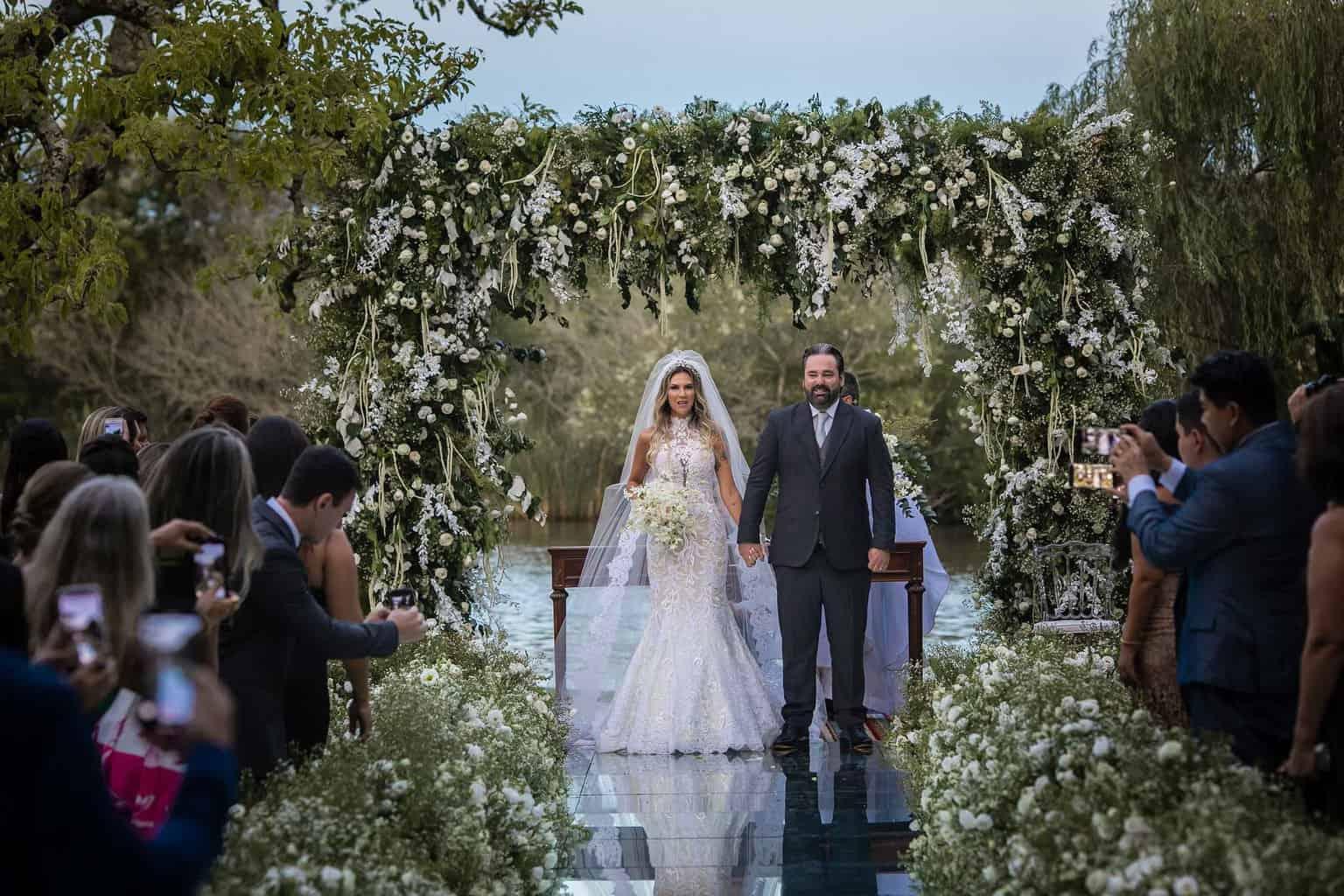 casamento-Marcela-e-Luciano-foto-dos-noivos-fotografia-Torin-Zanette-fotos-a-tarde-fotos-dos-noivos-no-altar-noivos-no-altar16