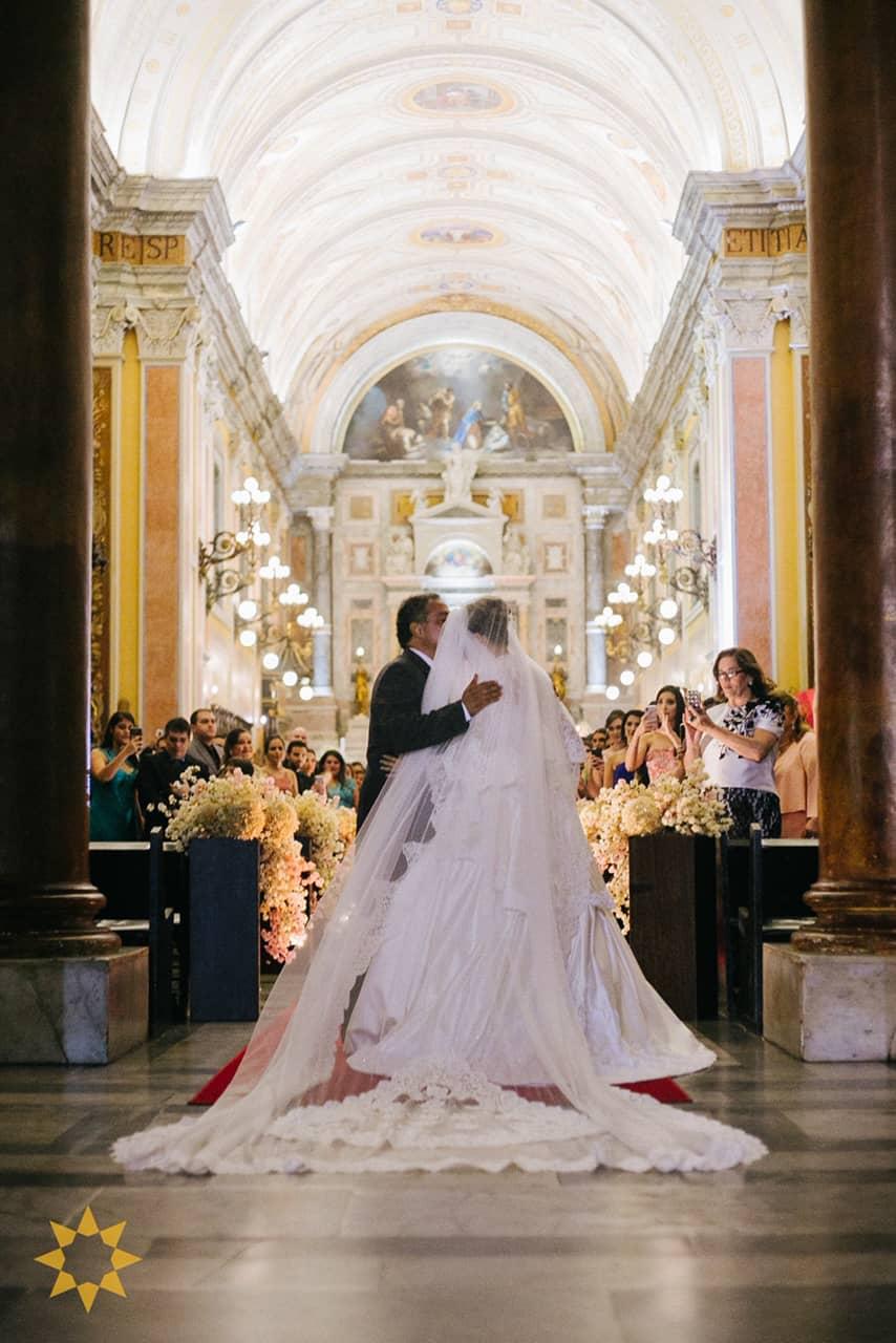 Casamento-Isadora-e-Americo-foto-Bruno-Miranda-foto-Clarté-noivos-na-igreja21