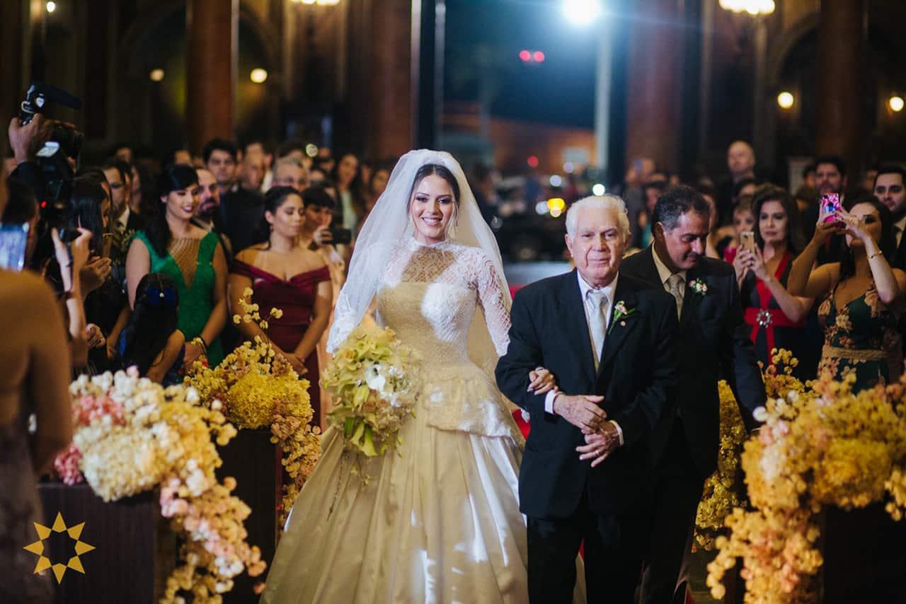 Casamento-Isadora-e-Americo-foto-Bruno-Miranda-foto-Clarté-noivos-na-igreja23