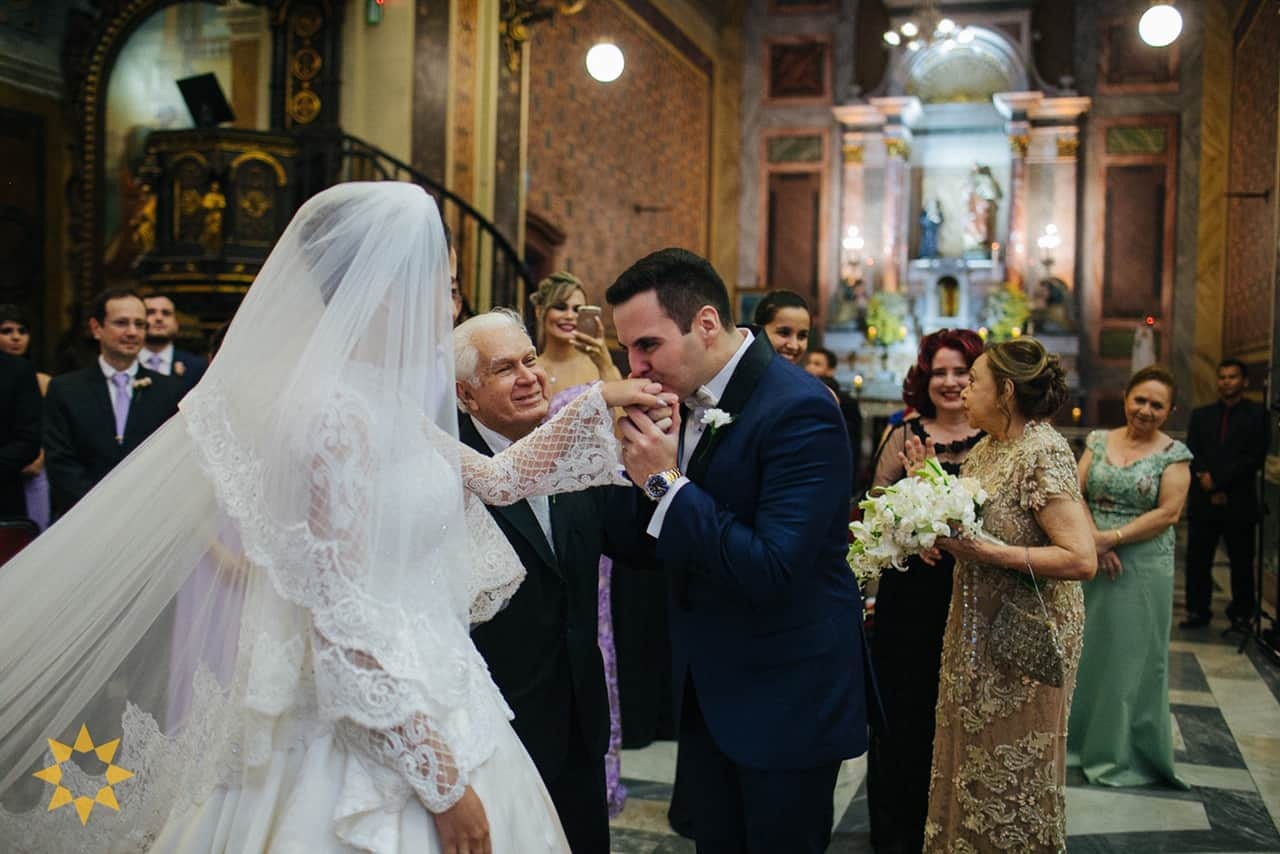 Casamento-Isadora-e-Americo-foto-Bruno-Miranda-foto-Clarté-noivos-na-igreja24