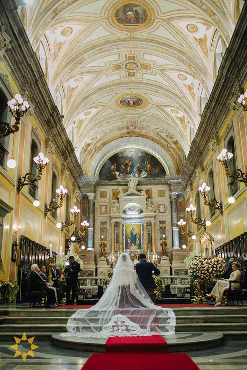Casamento-Isadora-e-Americo-foto-Bruno-Miranda-foto-Clarté-noivos-na-igreja26