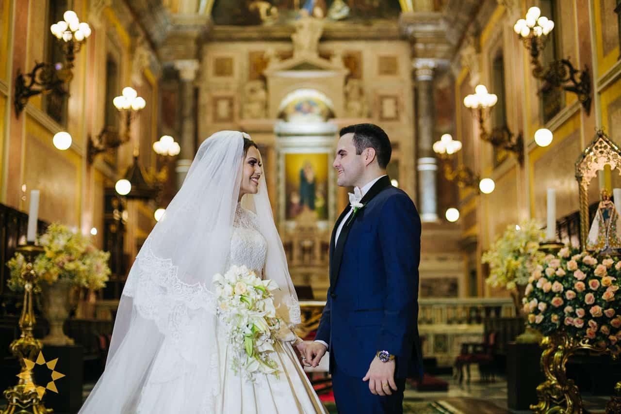 Casamento-Isadora-e-Americo-foto-Bruno-Miranda-foto-Clarté-noivos-na-igreja33