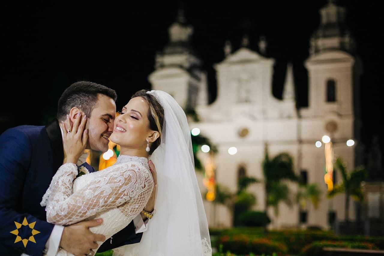 Casamento-Isadora-e-Americo-foto-Bruno-Miranda-foto-Clarté-noivos-na-igreja35