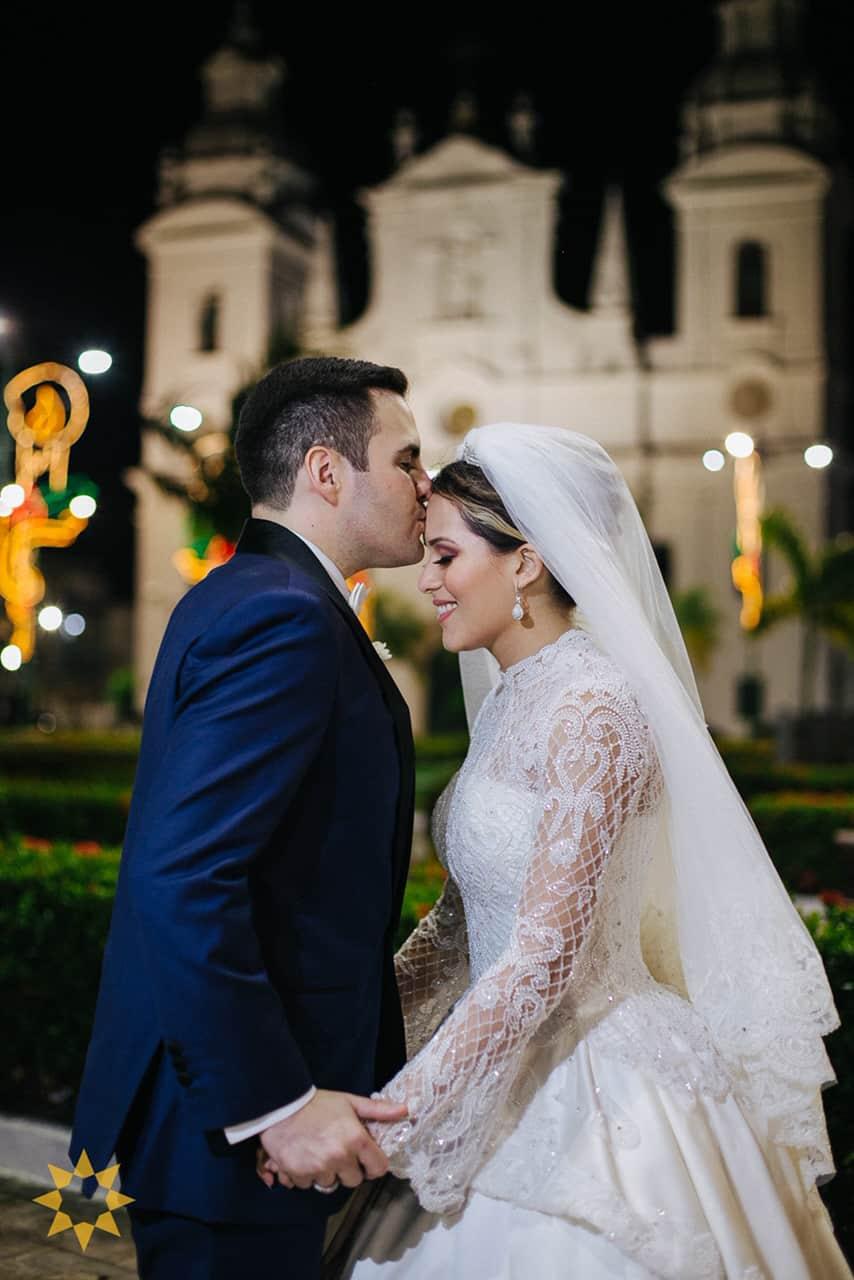 Casamento-Isadora-e-Americo-foto-Bruno-Miranda-foto-Clarté-noivos-na-igreja36