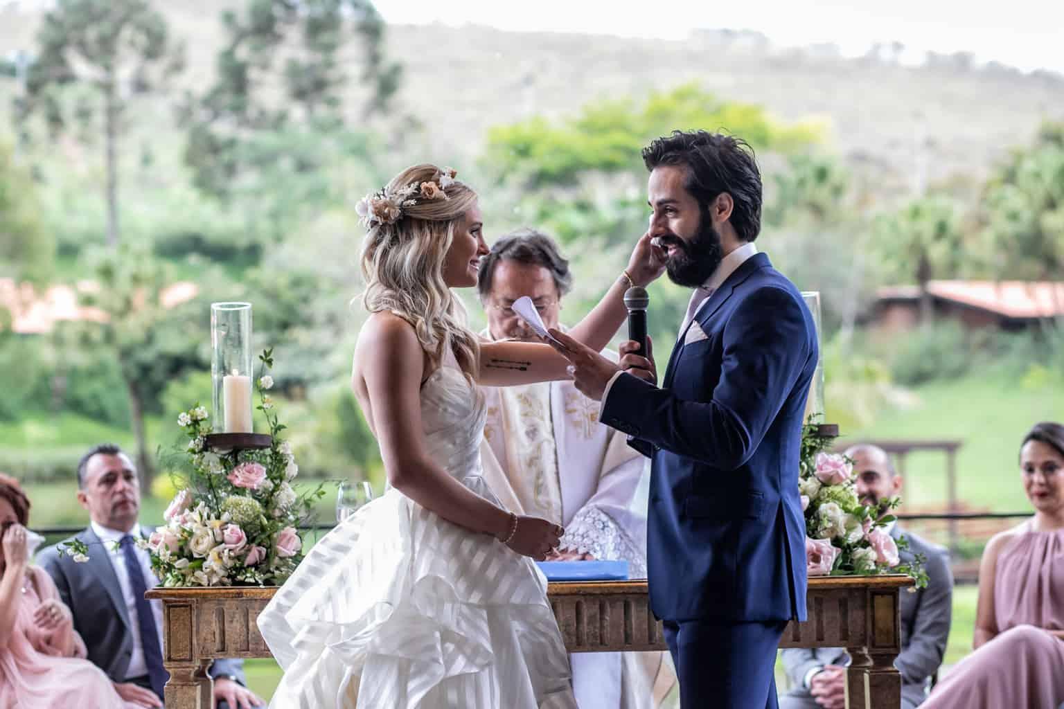 Casamento-Milene-e-Leonardo-cerimonia-ao-ar-livre-decoracao-da-festa-Roberto-Tamer-terras-claras184