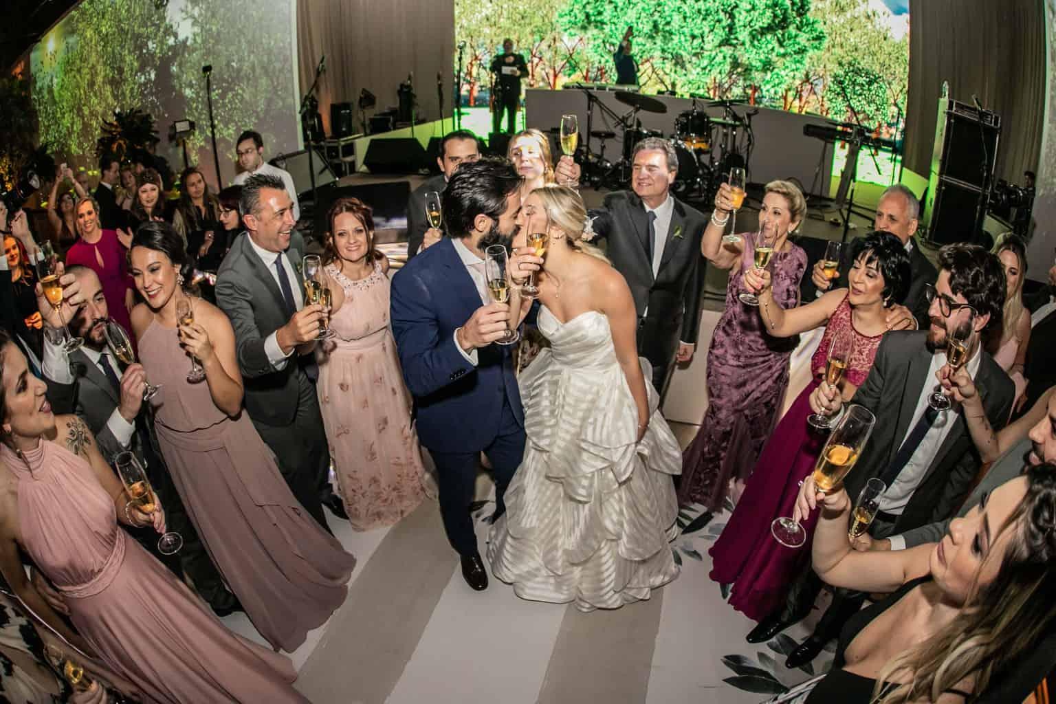 Casamento-Milene-e-Leonardo-danca-do-casal-decoracao-da-festa-Roberto-Tamer-terras-claras268