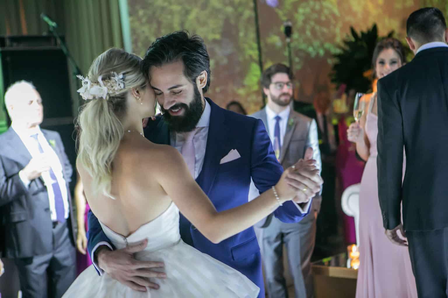 Casamento-Milene-e-Leonardo-danca-do-casal-decoracao-da-festa-Roberto-Tamer-terras-claras270