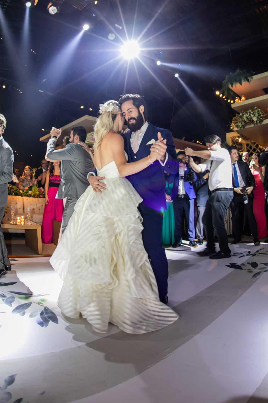 Casamento-Milene-e-Leonardo-danca-do-casal-decoracao-da-festa-Roberto-Tamer-terras-claras272