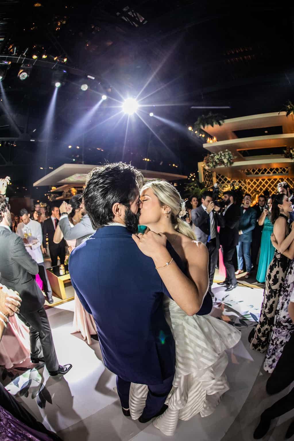 Casamento-Milene-e-Leonardo-danca-do-casal-decoracao-da-festa-Roberto-Tamer-terras-claras273