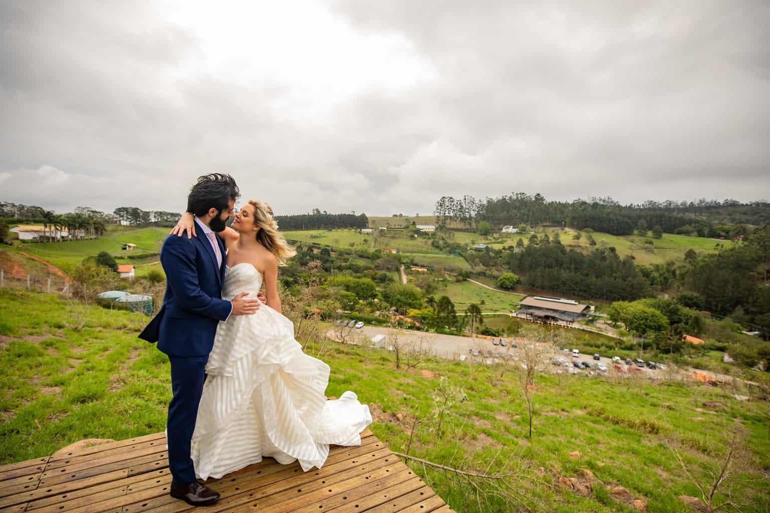 Casamento-Milene-e-Leonardo-decoracao-da-festa-foto-dos-noivos-Roberto-Tamer-terras-claras229