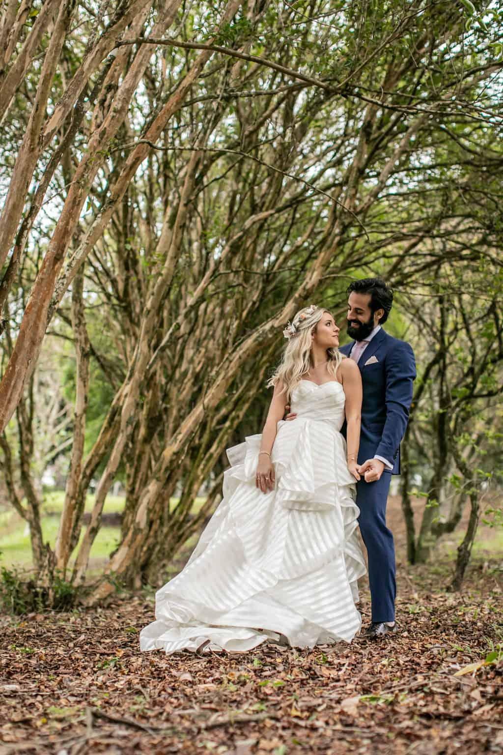 Casamento-Milene-e-Leonardo-decoracao-da-festa-foto-dos-noivos-Roberto-Tamer-terras-claras253