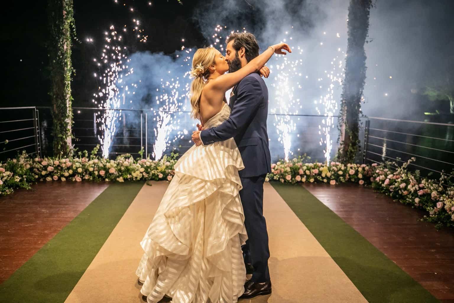 Casamento-Milene-e-Leonardo-decoracao-da-festa-foto-dos-noivos-Roberto-Tamer-terras-claras265