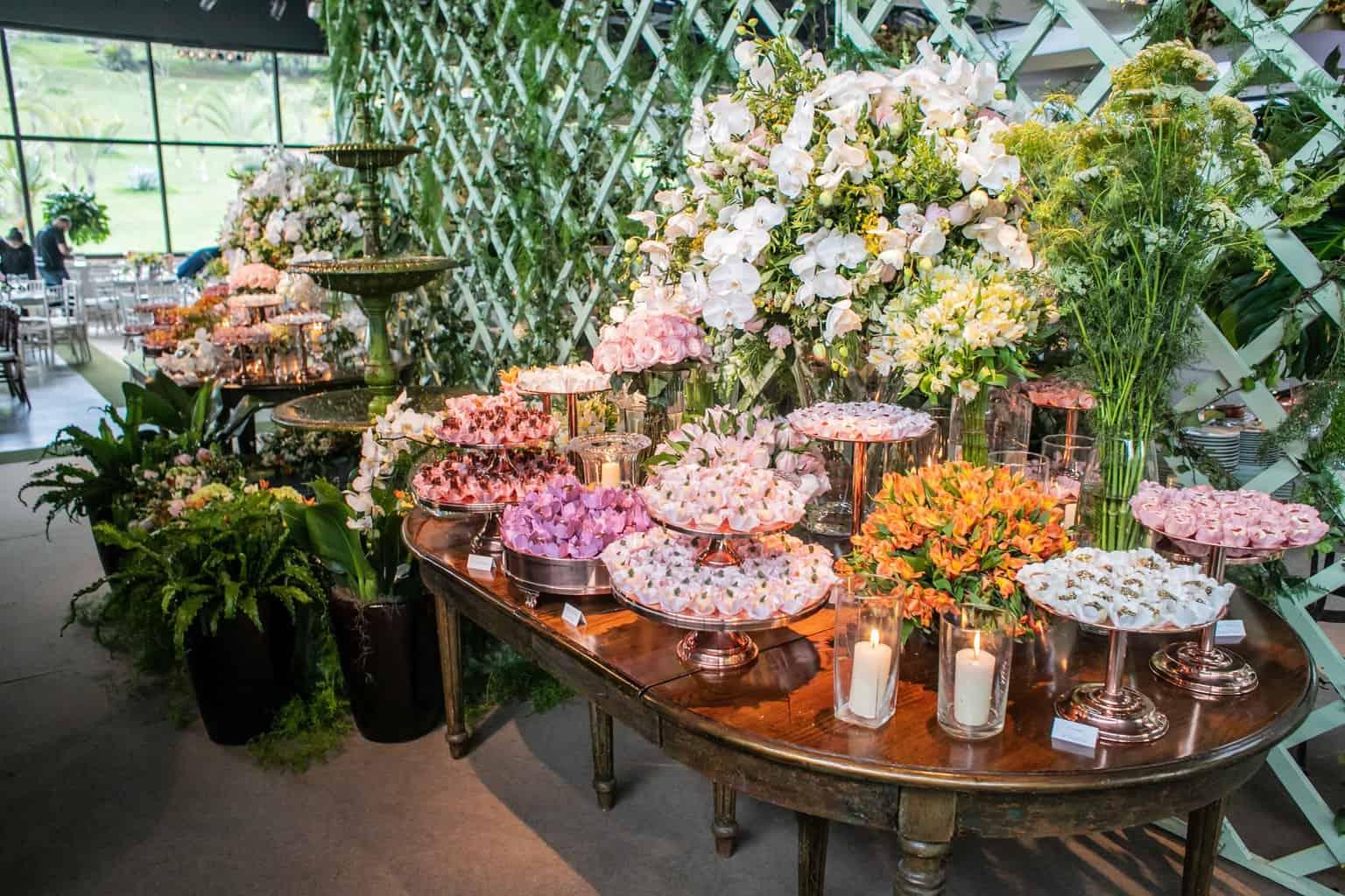 Casamento-Milene-e-Leonardo-decoracao-da-festa-mesa-de-doces-Roberto-Tamer-terras-claras111