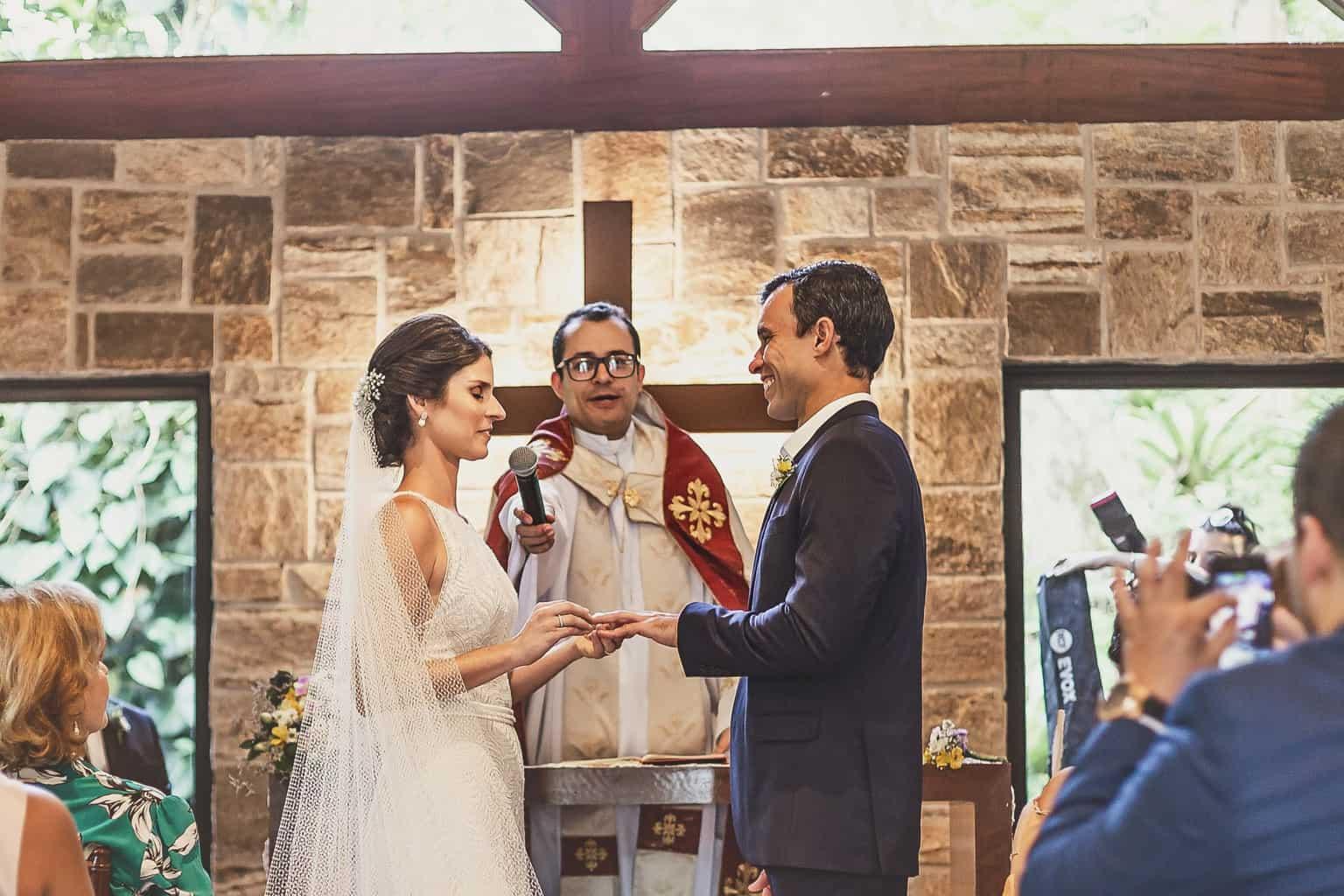 casamento-Ana-Cecilia-e-Leonardo-casamento-na-serra-cerimonia-graviola-filmes-graviolafilmes-laura-camapnella-de-siervi-lauracampanella-studio-laura-camapnella23