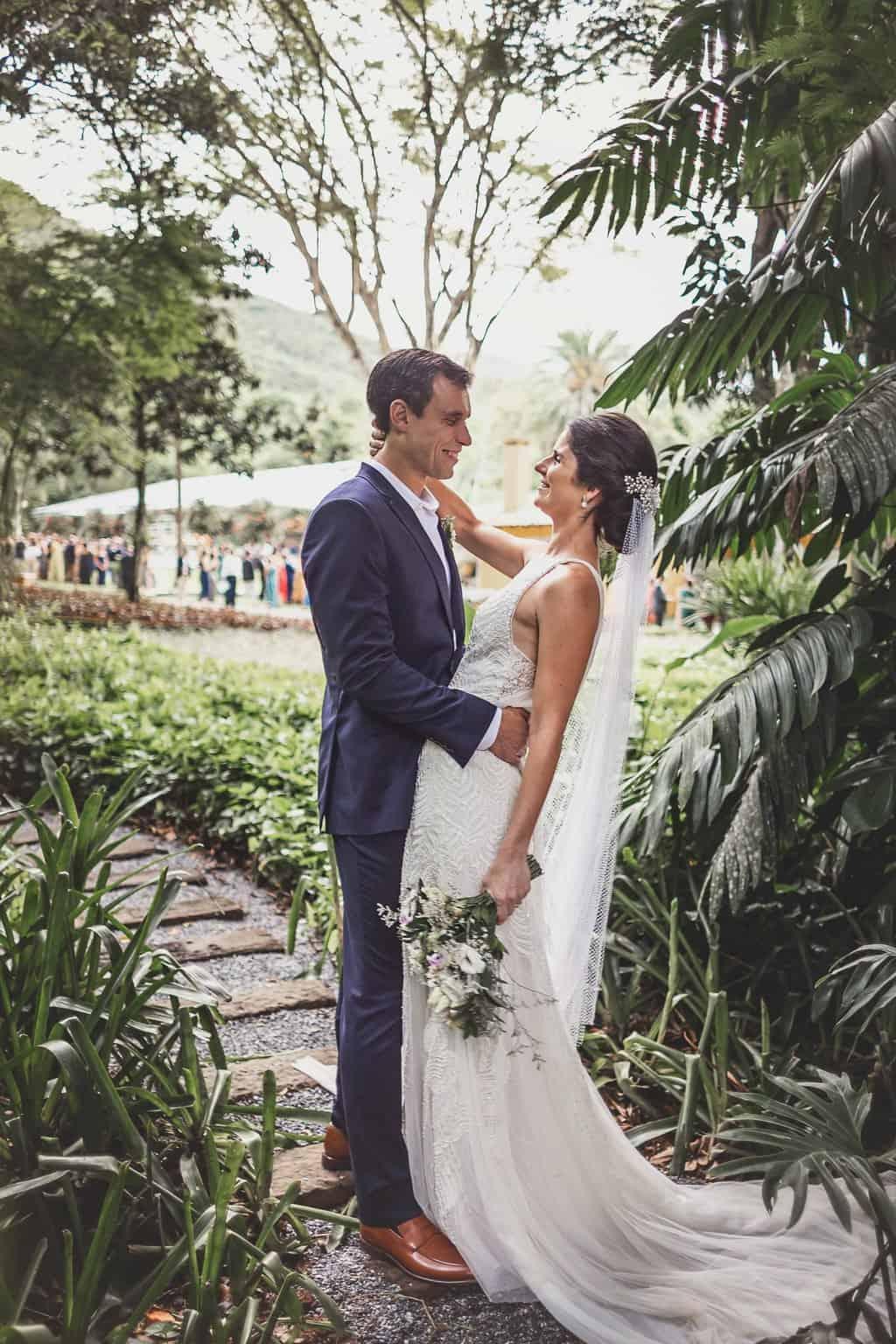 casamento-Ana-Cecilia-e-Leonardo-casamento-na-serra-foto-dos-noivos-graviola-filmes-graviolafilmes-laura-camapnella-de-siervi-lauracampanella-studio-laura-camapnella4
