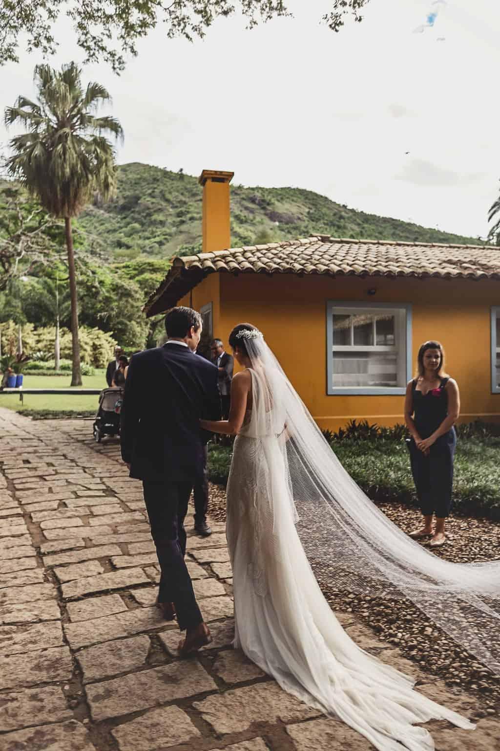 casamento-Ana-Cecilia-e-Leonardo-casamento-na-serra-graviola-filmes-graviolafilmes-laura-camapnella-de-siervi-lauracampanella-saida-dos-noivos-studio-laura-camapnella38