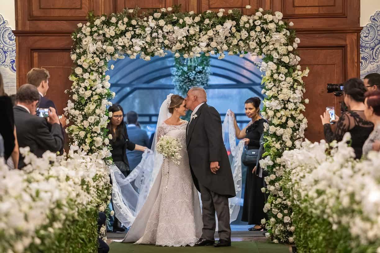 Casamento-Fernanda-e-André-cerimonia-na-igreja-entrada-da-noiva-fotografia-Cissa-Sannomiya-Paróquia-Nossa-Senhora-do-Brasil-e-Palácio-Tangará24