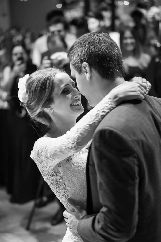 Casamento-Fernanda-e-André-danca-do-casal-fotografia-Cissa-Sannomiya-Paróquia-Nossa-Senhora-do-Brasil-e-Palácio-Tangará93