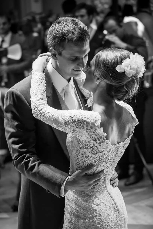Casamento-Fernanda-e-André-danca-do-casal-fotografia-Cissa-Sannomiya-Paróquia-Nossa-Senhora-do-Brasil-e-Palácio-Tangará94