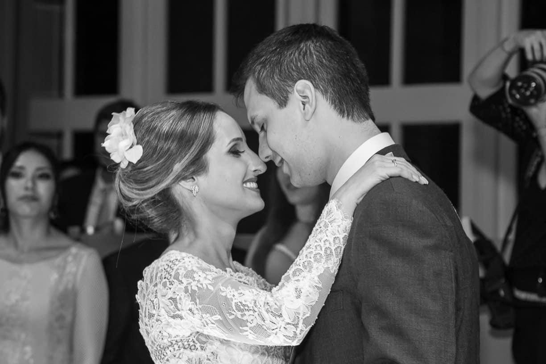 Casamento-Fernanda-e-André-danca-do-casal-fotografia-Cissa-Sannomiya-Paróquia-Nossa-Senhora-do-Brasil-e-Palácio-Tangará96