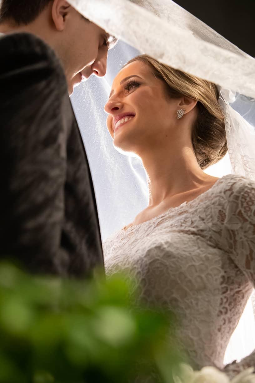 Casamento-Fernanda-e-André-foto-dos-noivos-fotografia-Cissa-Sannomiya-Paróquia-Nossa-Senhora-do-Brasil-e-Palácio-Tangará72