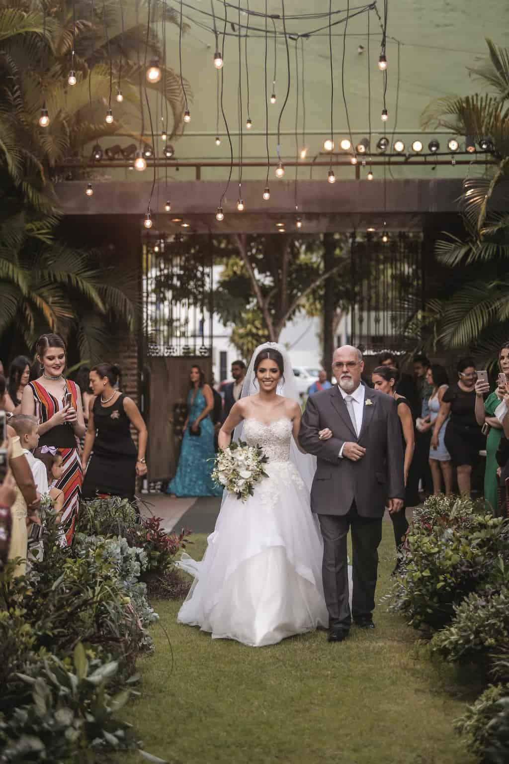 Casamento-Raquel-e-Hugo-cerimonia-ao-ar-livre-entrada-da-noiva-Ricardo-Nascimento-Usina-Dois-Irmaos30