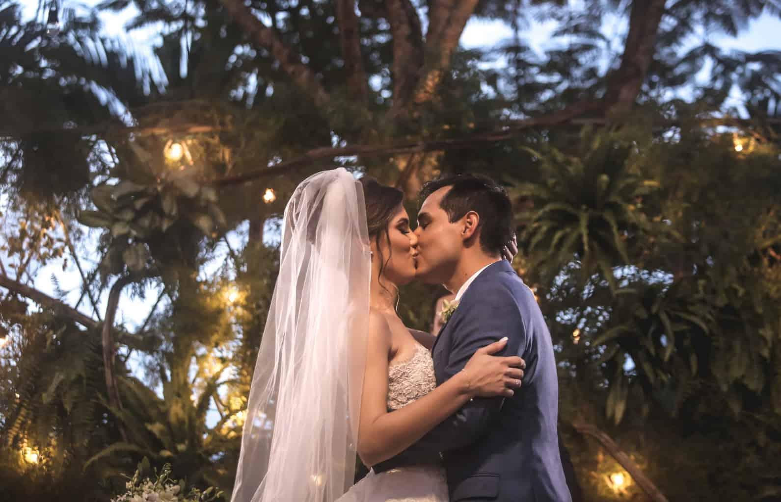 Casamento-Raquel-e-Hugo-cerimonia-ao-ar-livre-foto-dos-noivos-Ricardo-Nascimento-Usina-Dois-Irmaos31