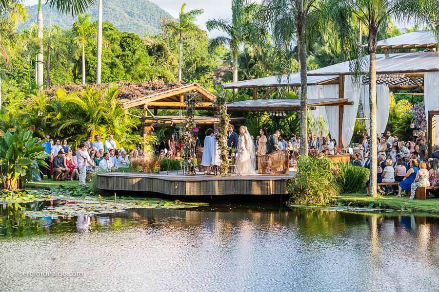 Casamento-Roberta-e-Angelo-cerimonia-no-jardim-Lago-Buriti-Sérgio-Ronaldo144