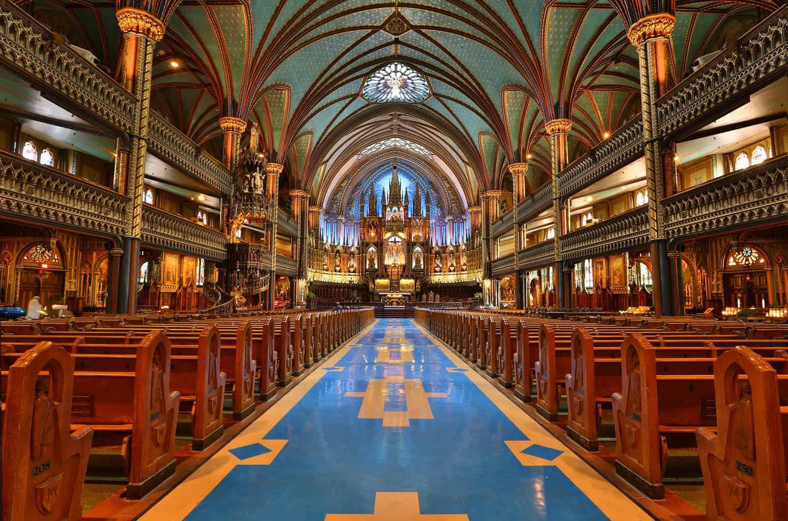 Interior-da-Basílica-de-Notre-Dame