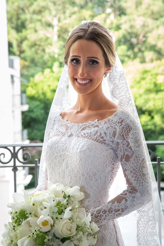 beleza-da-noiva-buque-Casamento-Fernanda-e-André-fotografia-Cissa-Sannomiya-making-of-Paróquia-Nossa-Senhora-do-Brasil-e-Palácio-Tangará17