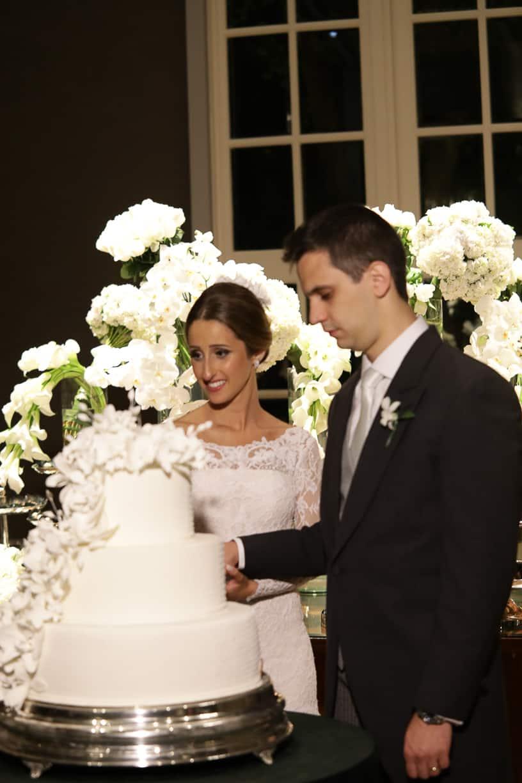 bolo-de-casamento-Casamento-Fernanda-e-André-foto-dos-noivos-fotografia-Cissa-Sannomiya-Paróquia-Nossa-Senhora-do-Brasil-e-Palácio-Tangará89