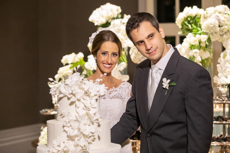 bolo-de-casamento-Casamento-Fernanda-e-André-foto-dos-noivos-fotografia-Cissa-Sannomiya-Paróquia-Nossa-Senhora-do-Brasil-e-Palácio-Tangará90
