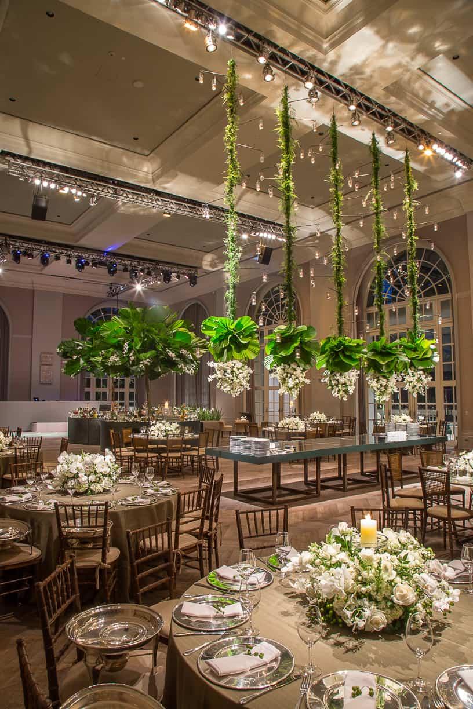 branco-e-verde-Casamento-Fernanda-e-André-decoracao-da-festa-fotografia-Cissa-Sannomiya-Paróquia-Nossa-Senhora-do-Brasil-e-Palácio-Tangará37