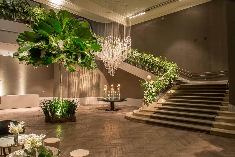branco-e-verde-Casamento-Fernanda-e-André-decoracao-da-festa-fotografia-Cissa-Sannomiya-Paróquia-Nossa-Senhora-do-Brasil-e-Palácio-Tangará46