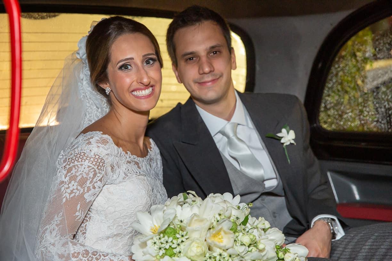 carro-da-noiva-Casamento-Fernanda-e-André-fotografia-Cissa-Sannomiya-Paróquia-Nossa-Senhora-do-Brasil-e-Palácio-Tangará45