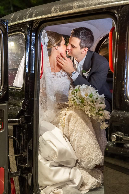 carro-da-noiva-Casamento-Fernanda-e-André-fotografia-Cissa-Sannomiya-Paróquia-Nossa-Senhora-do-Brasil-e-Palácio-Tangará62