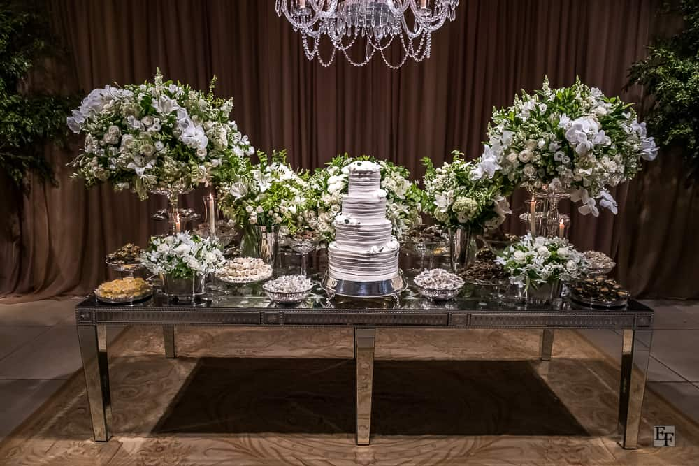 casamento-Bárbara-e-Rogério-Contemporâneo-8076-decoracao-da-festa-fotografia-Edu-Federice-mesa-de-doces7
