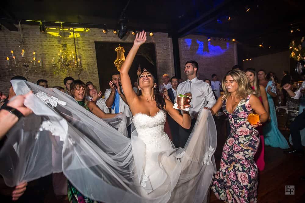 casamento-Bárbara-e-Rogério-Contemporâneo-8076-fotografia-Edu-Federice-noiva-pista40