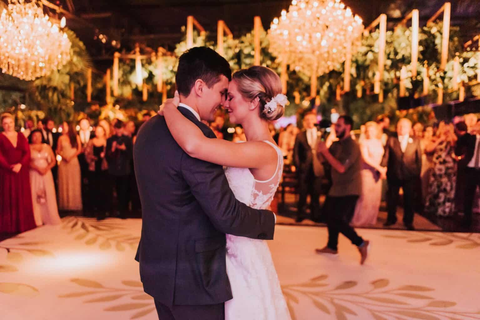 Braulio-Delai-casamento-Luciana-e-Eduardo-Cerimonial-Sandra-Colin-Fotografia-Mana-Gollo-fotos-dos-noivos-Igreja-Santa-Terezinha-e-Espaço-Klaine-pista25