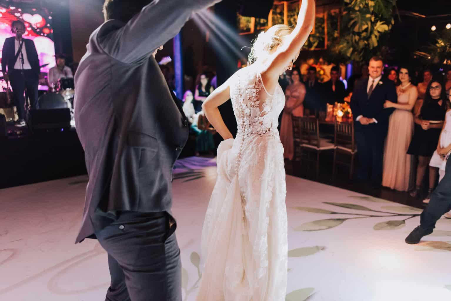 Braulio-Delai-casamento-Luciana-e-Eduardo-Cerimonial-Sandra-Colin-Fotografia-Mana-Gollo-fotos-dos-noivos-Igreja-Santa-Terezinha-e-Espaço-Klaine-pista26