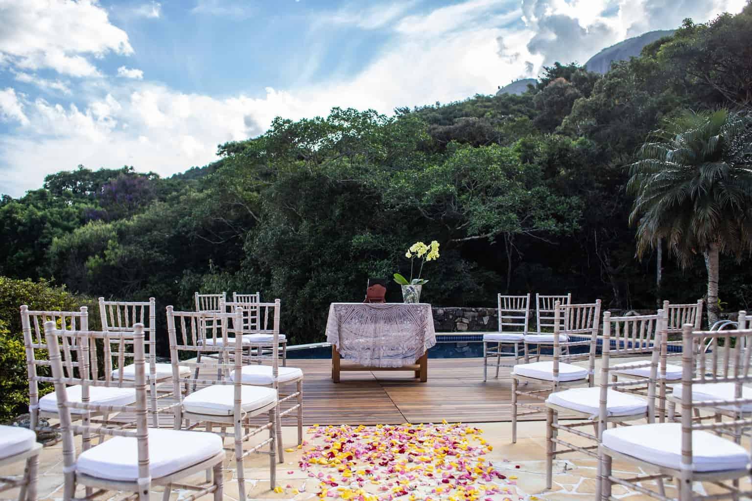 Casamento-Juliana-e-Sebastian-cerimonia-ao-ar-livre-decoracao-Pousada-La-Belle-Bruna14
