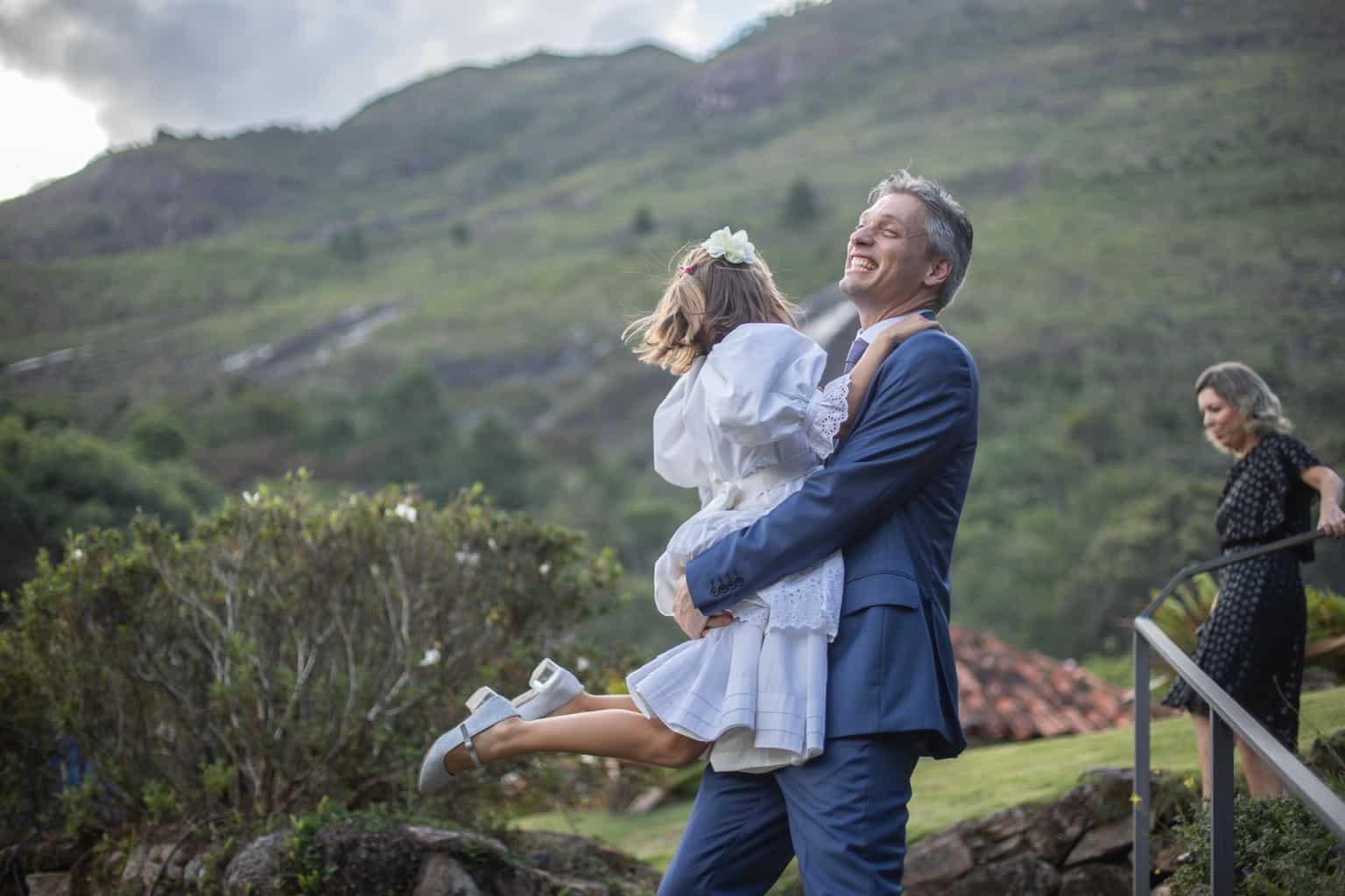 Casamento-Juliana-e-Sebastian-daminhas-Fotografia-Laura-Campanella-graviola-filmes-making-of-Pousada-La-Belle-Bruna63