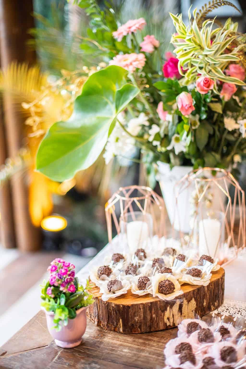 Casamento-Juliana-e-Sebastian-decoracao-decoracao-rustica-mesa-de-doces-Pousada-La-Belle-Bruna16