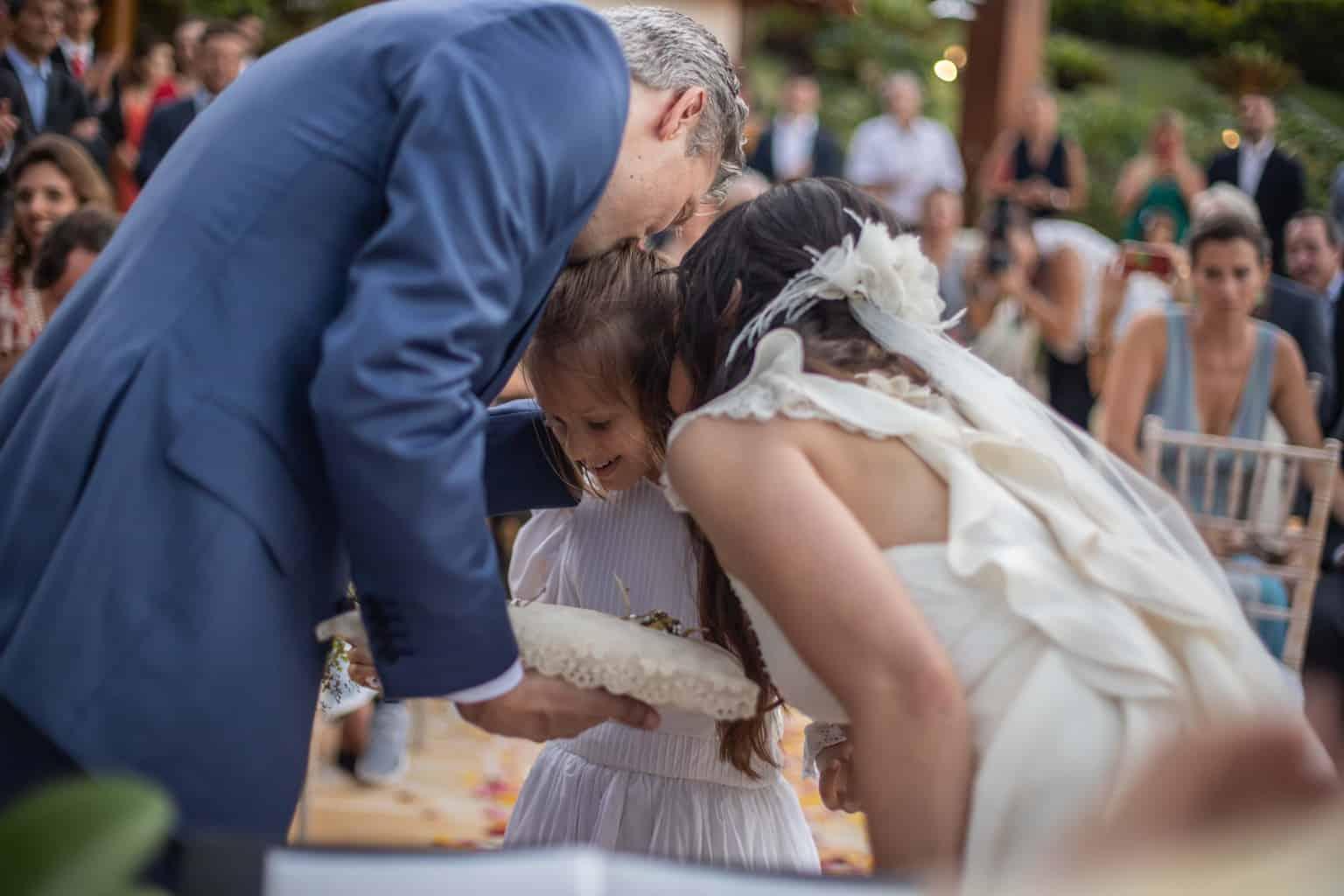 alianças-casamento-na-serra-cerimonia-ao-ar-livre-Fotografia-Laura-Campanella-graviola-filmes-Juliana-e-Sebastian-Pousada-La-Belle-Bruna186
