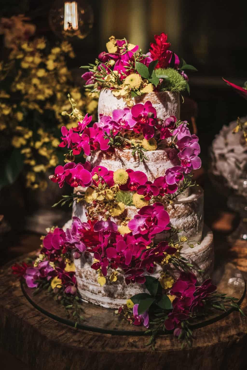 bolo-de-casamento-casamento-na-serra-Fotografia-Renata-Xavier-Les-Amies-Cerimonial-Locanda-Della-Mimosa-mesa-de-doces-Natalia-e-Bruno514